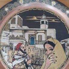 Artesanía: PLATO METÁLICO PARA COLGAR. Lote 121658163