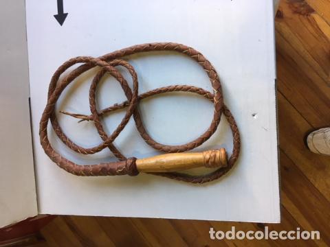 ANTIGUO LÁTIGO MEJICANO DE CUERO TRENZADO (Artesanía - otros articulos hechos a mano)
