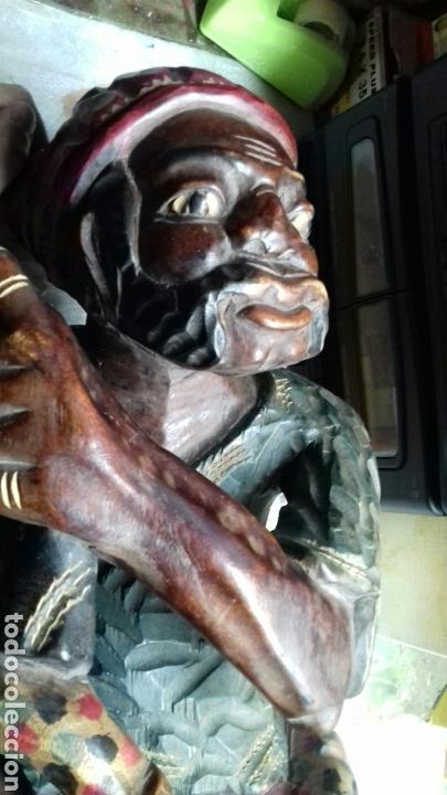 Artesanía: Talla de madera. viejo con niño. - Foto 4 - 138902976