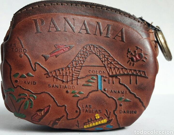 MONEDERO DE CUERO REPUJADO DE PANAMA. (Artesanía - otros articulos hechos a mano)