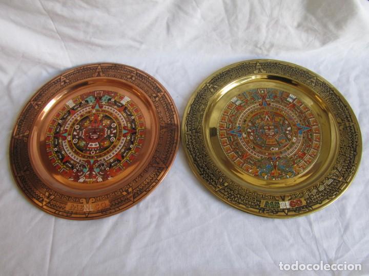Artesanía: Pareja de platos latón + cobre lacados. Hechos a mano en México. Calendario Azteca para colgar - Foto 2 - 142889954