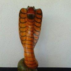 Artesanía: COBRA MADERA PINTADA A MANO. Lote 148164898