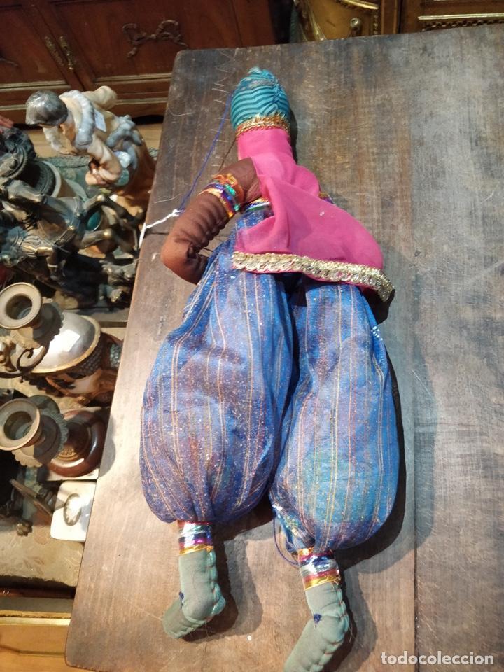 Artesanía: Marioneta estilo árabe con instrumento de viento, en tela y madera, pintado a mano - Foto 3 - 171664180