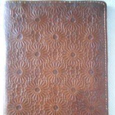 Artesanía: PORTA DOCUMENTOS DE CUERO HECHO A MANO. 25 X 35 CMS. 550 GRAMOS. . Lote 177775067