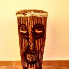 Artesanía: TAMBOR AFRICANO TALLADO A MANO. Lote 184889107