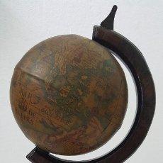 Artesanía: ANTIGUO GLOBO TERRAQUEO CON BASE Y SOPORTE DE MADERA. Lote 186457775
