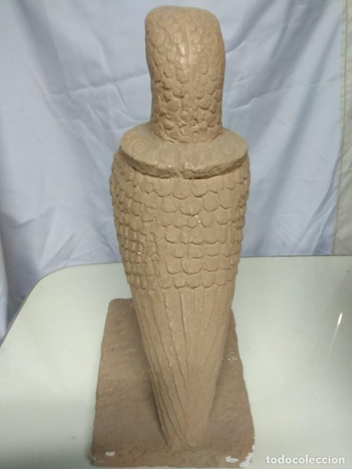 Artesanía: Águila de escayola. 45cm altura, peana 24cm x 20cm. - Foto 4 - 191427155