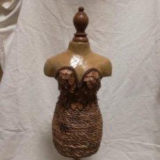 Artesanía: MANIQUI ARTESANAL HECHO DE MADERA, CARTON Y CUERDA - 53CM DE ALTURA. Lote 195084273