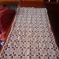 Artesanía: CAMINO DE MESA DE CROCHET AJUAR DE NOVIA SIN USAR. Lote 201185365