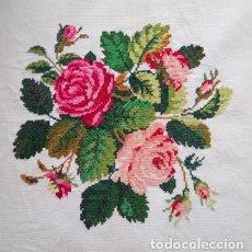 Artesanía: LABOR BORDADA A MANO CON PUNTO DE CRUZ - BOUQUET DE ROSAS - RAMO DE ROSAS. Lote 212651155