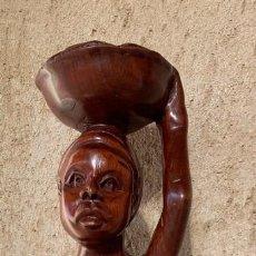 Artesanía: TALLA ORIGINAL A MANO . MUJER CON NIÑO Y CESTA .. AFRICA . MADERA TROPICAL . BIEN CONSERVADA .. Lote 227727945