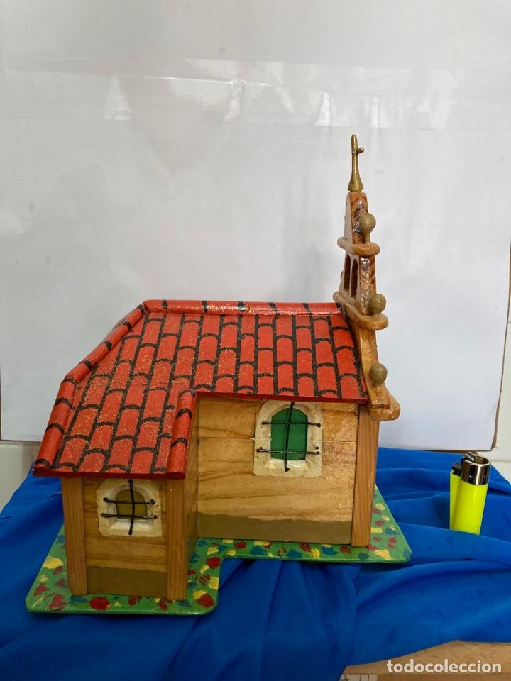 Artesanía: Iglesia de madera, hecha y pintada a mano, de los años 60, - Foto 2 - 253468830