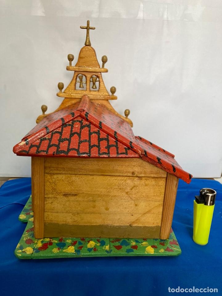 Artesanía: Iglesia de madera, hecha y pintada a mano, de los años 60, - Foto 3 - 253468830