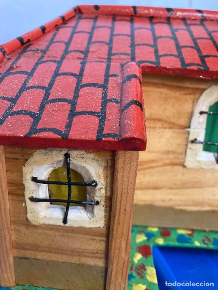 Artesanía: Iglesia de madera, hecha y pintada a mano, de los años 60, - Foto 9 - 253468830