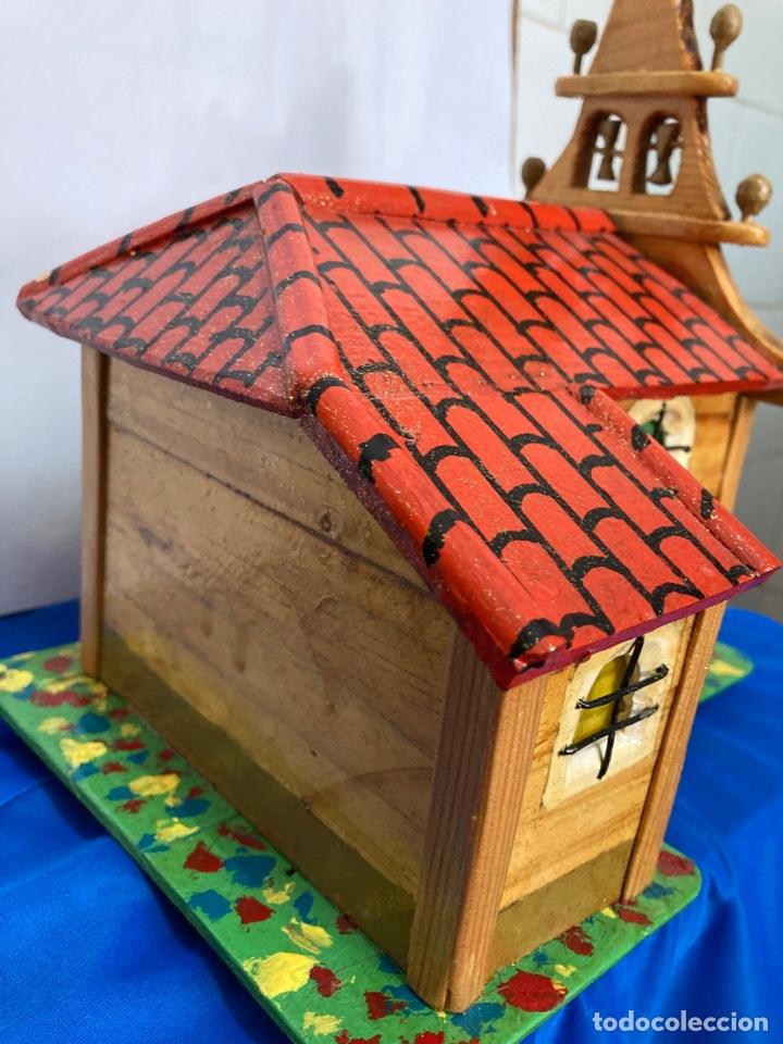Artesanía: Iglesia de madera, hecha y pintada a mano, de los años 60, - Foto 12 - 253468830