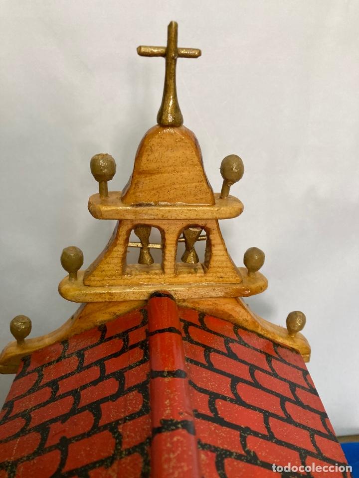 Artesanía: Iglesia de madera, hecha y pintada a mano, de los años 60, - Foto 13 - 253468830