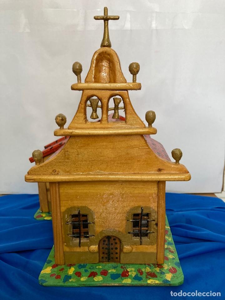 Artesanía: Iglesia de madera, hecha y pintada a mano, de los años 60, - Foto 5 - 253468830