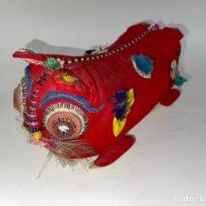 Artesanía: COJIN ORIENTAL PARA LA CABEZA EN TELA BORDADA. MEDIADOS S.XX.. Lote 259860065