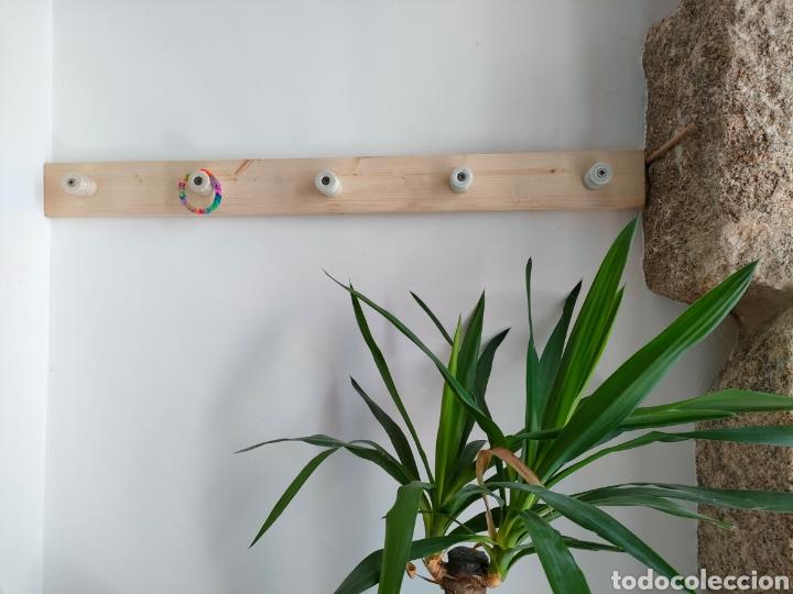 Artesanía: Perchero de madera hecho con aisladores de porcelana - Foto 2 - 269130143