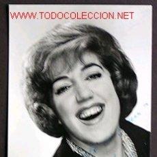 Autógrafos de Música : FIRMA *MARY SANTPERE* FOTO *ESTUDIO GUILLERMO, ZARAGOZA* MEDIDAS: 91X139 MMS.. Lote 192888