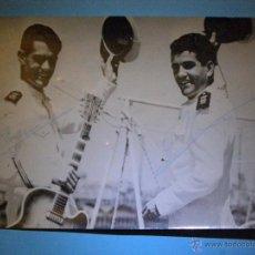 Autógrafos de Música : AUTÓGRAFOS DUO DINÁMICO SOBRE FOTO DEL FILM BOTON DE ANCLA - ARCHIVO BERMEJO -. Lote 43111063