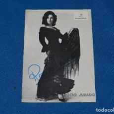 Autógrafos de Música : (AUT) POSTAL AUTOGRAFIADA POR ROCIO JURADO , SEÑALES DE USO. Lote 98218107