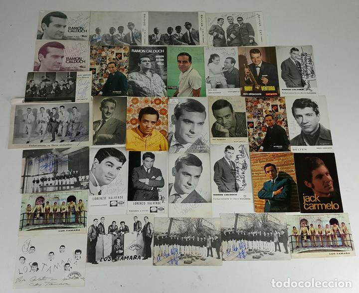 COLECCION DE 33 TARGETAS DE ARTISTAS AUTOGRAFIADAS. CIRCA 1960. (Música - Autógrafos de Cantantes )