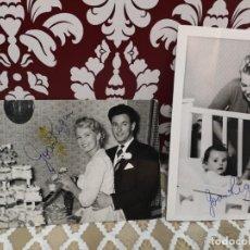 Autógrafos de Música : 2 FOTOGRAFÍAS EN SU BODA CON MARIDO Y OTRA CON BEBE EN LA CUNA DE JOAN REGAN CON AUTÓGRAFO 14X9. Lote 136019522