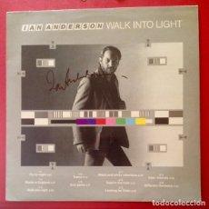 Autógrafos de Música : IAN ANDERSON VINILO WALK INTO LIGHT 1983 FIRMADO . Lote 143402374