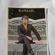 Autógrafos de Música : POSTAL FOTO RAPHAEL RAFAEL CON AUTOGRAFO ORIGINAL AUTOGRAFIADA AÑO 72 ACT. LA PERGOLA MANZANARES. Lote 145388754
