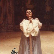 Autógrafos de Música : MONTSERRAT CABALLÉ. FOTOGRAFÍA CON AUTÓGRAFO, FIRMA. 1985. ROSENKAVALIER. BARCELONA. 17X11 CM.. Lote 158707734