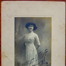 Autógrafos de Música : FOTO CON AUTOGRAFO DE LA SOPRANO ELVIRA DE HIDALGO (1891-1980) - 1909- 20 CM X 10,5 CM. Lote 174224645