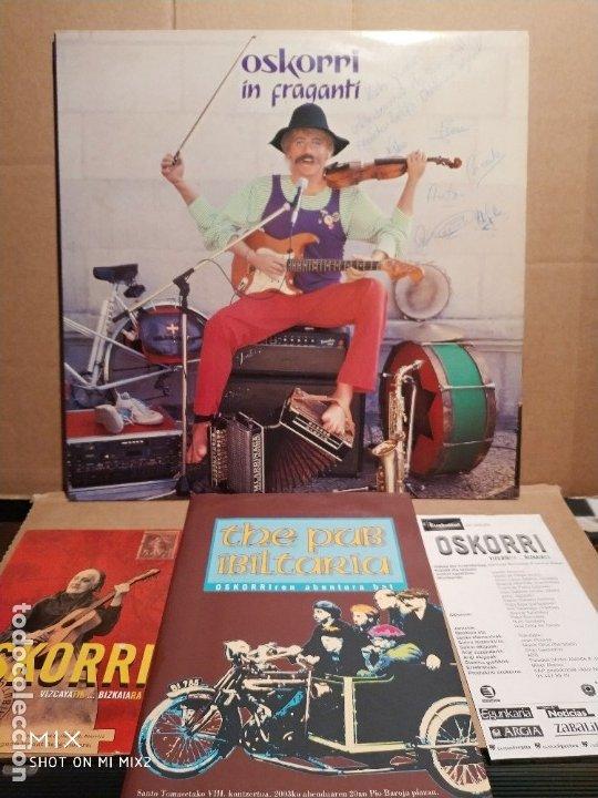 OSKORRI /IN FRAGANTI /DEDICATORIA-FIRMAS/ LIBRO Y VARIOS (Música - Autógrafos de Cantantes )