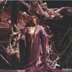 Autógrafos de Música : MONTSERRAT CABALLÉ. FOTOGRAFÍA CON AUTÓGRAFO, FIRMA ORIGINAL. 1989. ISOLDE. 13X18 CM.. Lote 180080596