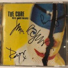 Autographes de Musique : THE CURE FIRMADO AUTOGRAFO ORIGINAL CD WILD MOOD SWINGS CONCIERTO VALENCIA ESPAÑA 1996. Lote 197919520
