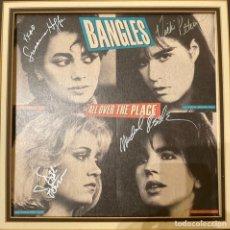 Autógrafos de Música : CARTEL BANGLES ALL OVER THE PLACE FIRMADO. Lote 205368742