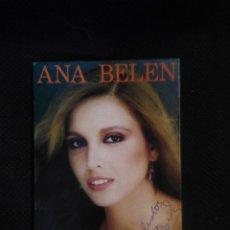 Autographes de Musique : ANA BELÉN POSTAL CON AUTÓGRAFO ORIGINAL DISCOGRAFIA EN EL REVERSO.. Lote 217468501