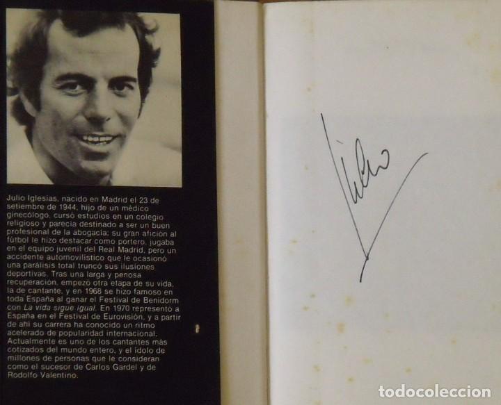 Autógrafos de Música : Julio Iglesias. Entre el cielo y el infierno. Firma original. Autógrafo. Autograph. Planeta. 1981. - Foto 2 - 218678453