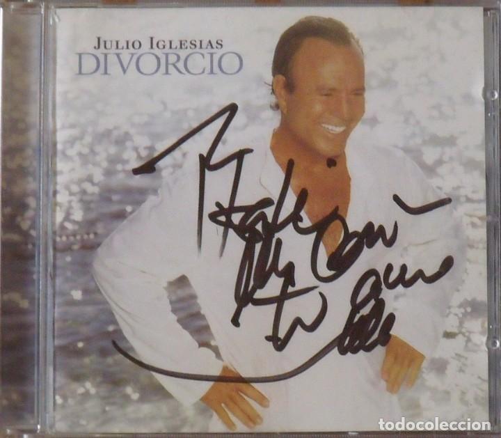 JULIO IGLESIAS. DIVORCIO. FIRMA ORIGINAL, AUTÓGRAFO, AUTOGRAPH, DEDICATORIA. 2003. SONY MUSIC. (Música - Autógrafos de Cantantes )
