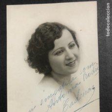 Autographes de Musique : FOTO CON DEDICATORIA Y AUTÓGRAFO DE ROSA CADENAS 8,5 X 13,5 CM. Lote 233856440