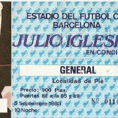Autógrafos de Música : JULIO IGLESIAS EN CONCIERTO. AUTÓGRAFO, FIRMA ORIGINAL, AUTOGRAPH. ENTRADA 1983. F. C. BARCELONA.. Lote 235108230