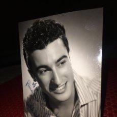 Autografi di Musica : PABLO DEL RIO - FOTOGRAFÍA ORIGINAL Y AUTÓGRAFO -AÑOS 60 - AL TEATRO PRINCIPAL DE MONOVAR (ALICANTE. Lote 252590055