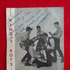 Autógrafos de Música : POSTAL PROMO CON AUTOGRAFO Y DEDICATORIA DEL GUITARRA DE LOS KINGS BOYS JUAN MANUEL TORQUEMADA. Lote 294959188