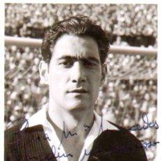 Coleccionismo deportivo: FUTBOL. FOTOGRAFIA DE RAMALLETS AUTOGRAFIADA 1955 'PARA MERCEDES VILAGELIN UN CARIÑOSO SALUDO DE.... Lote 34318389