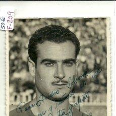 Coleccionismo deportivo: (F-209)FOTOGRAFIA CON AUTOGRAFO DE JAIME ELIAS C.F.BARCELONA (13 X 8 CM.). Lote 35602989
