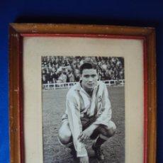 Coleccionismo deportivo: (XCR-5)FOTOGRAFIA ENMARCADA CON CRISTAL,DE EDUARDO VILCHES,R.C.D.ESPAÑOL,20-V-1958 CON DEDICATORIA. Lote 42398008