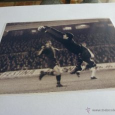 Coleccionismo deportivo: FOTO SADURNI CAMP NOU 1967 F.C.BARCELONA(13 X 18CM)BARÇA-CON SU FIRMA ORIGINAL-FOTOS. Lote 43603493