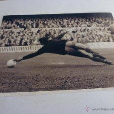 Coleccionismo deportivo: FOTO SADURNI CAMP NOU 1968 F.C.BARCELONA(13 X 18CM)BARÇA-CON SU FIRMA ORIGINAL-FOTOS. Lote 43604037