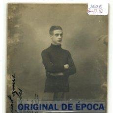 Coleccionismo deportivo: (F-1210)FOTOGRAFIA DE LLUIS BRU JUGADOR DE FOOT-BALL F.C.BARCELONA DEDICADA A JOSEP SAGALES. Lote 46613817