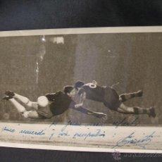 Coleccionismo deportivo: EL HISTORICO GOL DE EVARISTO AL R.MADRID EN LA COPA DE EUROPA - DEDICADA Y FIRMADA - ORIGINAL - . Lote 46768329